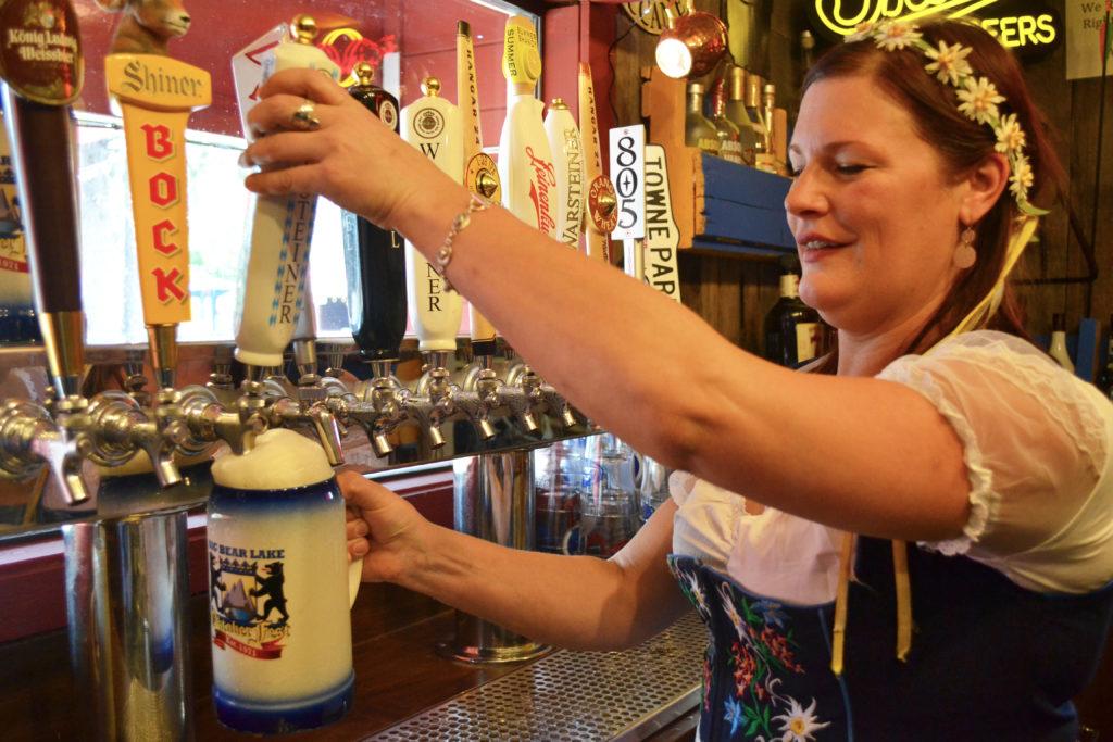 Pour beer, beer fest, oktoberfest